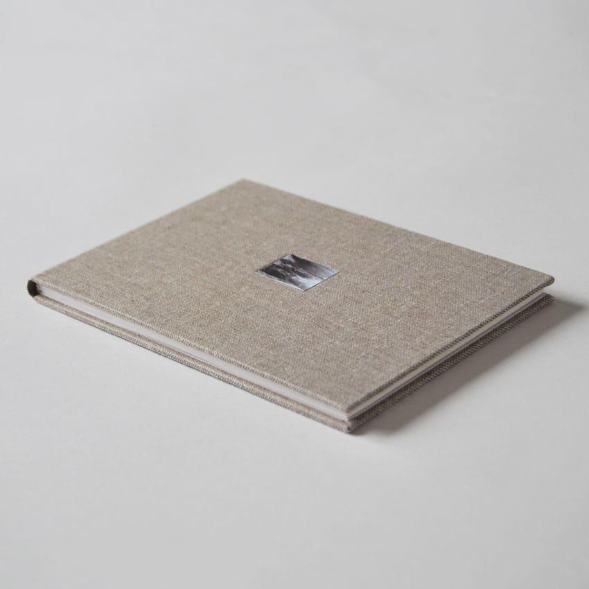 Libro de artista Laia Argüelles Sin título (Una cabeza por encima del agua)