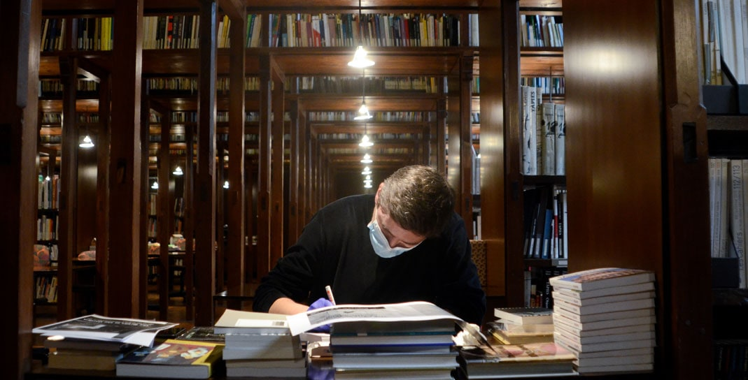 Visita con Jaro Varga en la Biblioteca de la Fundació Antoni Tapies