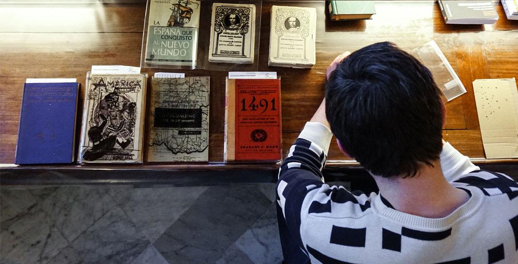 Visita de Jaro Vargas a la Biblioteca Pública Arús