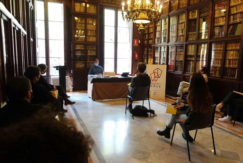 Visita guiada de Jaro Vargas en la biblioteca Arús